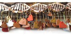 Love DNA à voir à la galerie Next Door à Genève du 10 au 19 décembre. Composée de 432 éléments à venir décrocher. + d'infos sur katt.ch Art Plastique, My Works, Artwork, Work Of Art, Auguste Rodin Artwork, Artworks, Illustrators