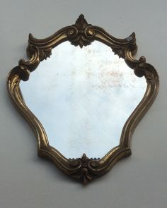 kultainen muovikehyksinen ranskalainen vintage peili 60-luvulta . golden plastic frame French vintage mirror from '60s  45.5 x 37 cm SOLD