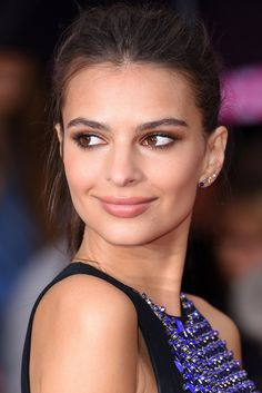 Emily Ratajkowski's stacked earrings at the We Are Your Friends premiere in London. Simple, yes, but oh so effective.
