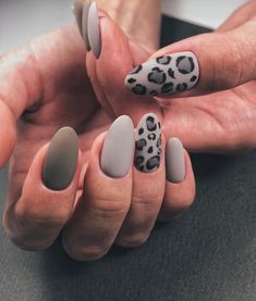 33 Leopard Nails Design Ideas to Try This Fall - Cheetah nails - Leopard Nail Designs, Nail Art Designs, Nails Design, Salon Design, Hair And Nails, My Nails, Happy Nails, Nailart, Cheetah Nails