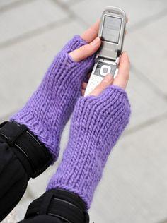 Nem strikkeopskrift: Muffedisser er praktiske, for man har fingrene fri, f.eks. til at skrive sms Knitting Projects, Fingerless Gloves, Arm Warmers, Mittens, Journal, Craft Ideas, Tips, Fashion, Handarbeit