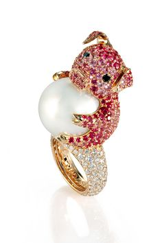 De Grisogono - sweet little piggy ring. ill wear it every day i swear Pearl Jewelry, Jewelry Box, Jewelry Rings, Fine Jewelry, Vintage Jewelry, Animal Jewelry, Animal Rings, Diamond Are A Girls Best Friend, Bracelets