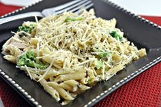 You could use fat free cream cheese with whole wheat pasta to make it healthier.Cream Cheese Chicken with Brocolli and Penne pasta! Chicken And Cheese Recipes, Cream Cheese Chicken, Slow Cooker Recipes, Crockpot Recipes, Cooking Recipes, Creamy Chicken Pasta, Chicken Broccoli, Tastefully Simple Recipes, Crock Pot Cooking