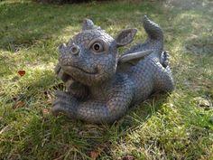 Süsser Gartendrache liegt auf Bauch Drache Figur Gargoyle Unbekannt http://www.amazon.de/dp/B00B35SLLG/ref=cm_sw_r_pi_dp_uJj6tb1XN29B9