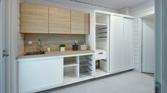 Tuomilehdon perheen uusi koti on tarkkaan harkittu - Noblessa-keittiöt Kitchen Dining, Kitchen Cabinets, Dining Room, Laundry Room, Cool Stuff, Outdoor Decor, Furniture, Home Decor, Ideas