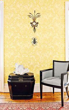 Cole&Son社は1875年創立の英国随一の壁紙メーカー。 英国王室御用達のお墨付きを持つ老舗で、伝統的な技術は、 バッキンガム宮殿やアメリカ・ホワイトハウスなどの権威ある建物にも使用されています。 Piero Fornasetti (ピエロ・フォルナセッティ)やTom Dixon(トム ディクソン)など、アーティストやデザイナーが手がけた壁紙(クロス)もございます。