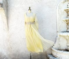 Vintage Peignoir Set Romantic 60s Pale Yellow by StraylightVintage
