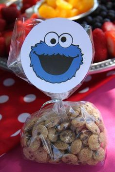 Sesame Street Birthday Party - Cookie Monster Cookies goodie bags or center pieces Monster Birthday Parties, Elmo Party, Elmo Birthday, Baby 1st Birthday, First Birthday Parties, Birthday Party Themes, Birthday Ideas, Seasame Street Party, Sesame Street Birthday