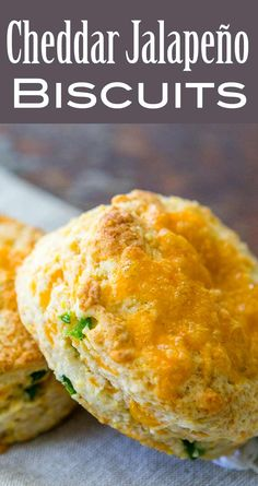 Nutritious Snack Tips For Equally Young Ones And Adults Cheddar And Jalapeo Biscuits Light And Airy Cheesy Biscuits Packed With Sharp Cheddar And Spicy Fresh Jalapeos. Cheesy Garlic Biscuits, Cheddar Biscuits, Cheese Biscuits, Jalapeno Cheddar, Jalapeno Bread, Bread Recipes, Cooking Recipes, Savoury Baking, Barbecue Recipes