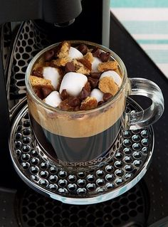 Let's discover our tastiest Nespresso coffee recipes Espresso Coffee Machine, Coffee Cafe, Nespresso Recipes, Tea Smoothies, Tasty Bites, Chocolate Coffee, Base Foods, Saveur, Coffee Recipes