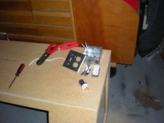 Sand Blaster How To Make Sand, Sandblasting Cabinet, Garage Workshop, Halle, Hobbies, Creations, Diy, Booth Design, Cabins
