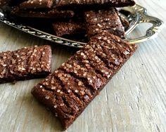 De lækreste choko-orange småkager med en tydelig smag af kakao og appelsin. Perfekte i julens småkageskåle og selvfølgelig også resten af året.