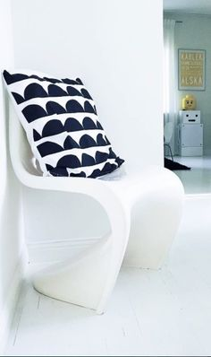 Via Farfars Lampa | Kids Room | Panton Chair | Black and White