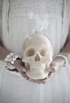 'he died for love' | love warriors skull candle | © hannah lemholt / love warriors