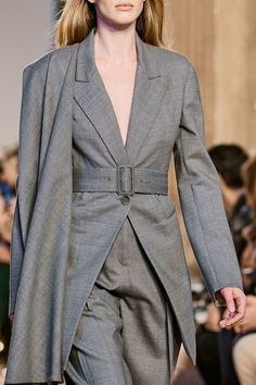 Salvatore Ferragamo Fall 2020 Ready-to-Wear Fashion Show - Vogue Salvatore Ferragamo, Vogue Paris, High Fashion, Fashion Show, Fashion Women, Women's Fashion, Blouse And Skirt, Models, Mannequins