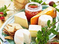 Njut av knaprigt spröda kex till ostbrickan. Ännu godare blir det när du bakar dina egna. Servera med favorittillbehören.
