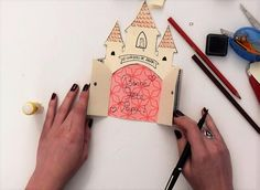 """Réalisez une carte """"château fort"""" pour la fête des pères ! #epopia #DIY #bricolage #carte #fetedesperes #chateau Petra, Château Fort, Babysitting, Animation, Make It Yourself, Diy, Occasion, Cardboard Castle, Bricolage"""