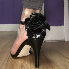 Black leather sandals with rose detail Black leather sandals with medium heel and beautiful leather rose detail on the back of each. Great condition, barely used. Size 6 but fits more like a 6.5. Fast shipping and I do bundles ! Sacha too Shoes Heels