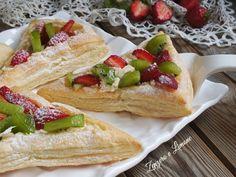 Queste sfogliatine alla frutta sono un dessert fresco e leggero ideale da servire a fine pasto in giardino o in terrazza per coccolare i vostri ospiti.