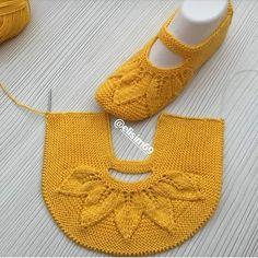 Dowry Crochet Booties Model Construction - Emekce.com - Patik Models   - Patik Modelleri #slipperwomens #Women'sslippers Lace Knitting, Baby Knitting Patterns, Knitting Socks, Knitting Designs, Lace Patterns, Knit Slippers Free Pattern, Crochet Shoes Pattern, Knitted Slippers, Crochet Baby