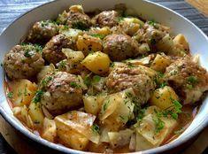 Gołąbkowa patelnia Prosty i pyszny obiad jednogarnkowy, który szczególnie przypadnie do gustu miłośnikom gołąbków. Mięsno-ryżowe klopsiki w sosie pomidorowym z kapustą oraz ziemniaczkami to wyśmienite i szybkie w przygotowaniu danie, którym spokojnie naje się cała rodzina. Polecam!   Składniki: 50 dkg mięsa mielonego wieprzowego 1/2 główki kapusty 150g ugotowanego ryżu 1 jajko 1/2 szklanki … Fast Easy Dinner, Easy Dinner Recipes, Easy Meals, Italian Breakfast, Breakfast Lunch Dinner, Kitchen Recipes, Cooking Recipes, Bean Soup Recipes, Pork Cutlets