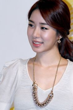 Yoo In-na (유인나) - Picture @ HanCinema :: The Korean Movie and Drama Database Yoo In Na, Sexy Asian Girls, Korean Women, Korean Beauty, Korean Actors, Photo Galleries, Pearl Necklace, Celebs, Actresses