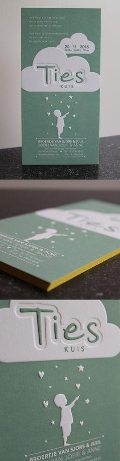 Letterpress geboortekaartje van Ties, ontworpen door zijn moeder. Sterren, hartjes