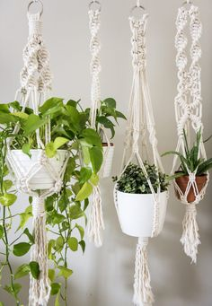 MACRAME plant hangers. These macrame planthangers are so cool and stylish! Get some to decortate your home.