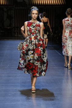 #ItaliaIsLove Dolce&Gabbana Spring Summer 2016 Women's Fashion Show. #ss16 http://www.closetonthego.com/eshop-brands/2580/dolce-gabbana/
