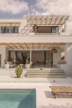 Dream Beach Houses, Modern Beach Houses, Dream House Exterior, Beach House Exteriors, Dream Home Design, House Goals, Building Design, Home Fashion, Exterior Design
