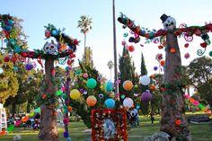 DIA De Los Muertos Decorations | Hollywood Forever Cemetery Celebrates Dia de Los Muertos | Neon Tommy