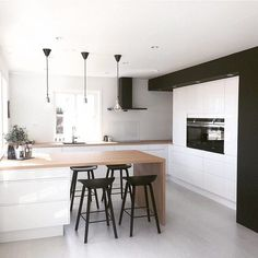 Sharp angles and monotone schemes with this modern style kitchen | Shop similar styles with Andersens tiles