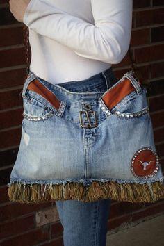 Denim bag made from old jeans! Longhorn Jean Purse - no tutorial Maybe if it were Razorback Denim Tote Bags, Denim Handbags, Denim Purse, Artisanats Denim, Jean Diy, Jeans Vintage, Blue Jean Purses, Moda Jeans, Sewing Jeans