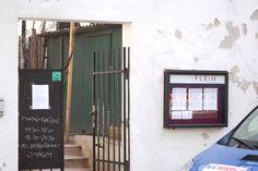 Das FLEIN - im Garten vom Französischen Kulturinstitut. Eingang Boltzmanngasse 2. Geheimtipp! entdeckt auf stadtbekannt.at Vienna, Places To Go, Mirror, Restaurants, Trips, Home Decor, Environment, Garden Cottage, Door Entry