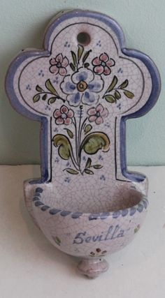 Benditera sevillana #benditera #bendecir #Sevilla #Bruno #cerámica Water Font, Italian Pottery, Wall Pockets, Religious Art, Clay Crafts, Earthenware, Ceramic Pottery, New Art, Folk Art