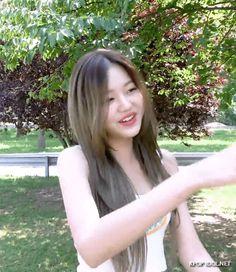 [아이즈원] 장원영 에너지 캠 35회 움짤.gif - KPOP IDOL.NET Kpop Girl Bands, Header, Animated Gif, Kpop Girls, Girl Group, Idol, Gifs, Long Hair Styles, Funny