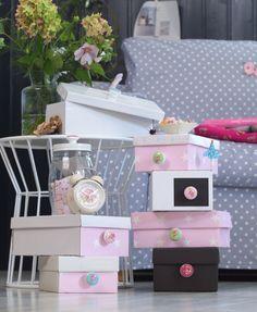 Donnez une seconde vie à toutes vos boites à chaussures, en les transformant en de jolies boites de rangement colorées ! Matériel Boites à chaussures Chute