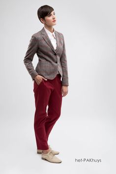 61 Sportieve dames blazer gemaakt in ruit en pantalon gemaakt va rode ribkatoen met roze maatblouse