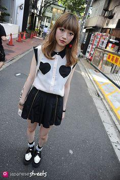 120710-1376 - Japanese street fashion in Harajuku, Tokyo.