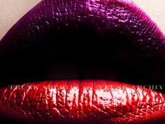two toned dramatic lips