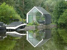 On an island of 5 by 100 meters in the Dutch lake area 'Loosdrechtse Plas' 2by4-architects designed a unique recreational house
