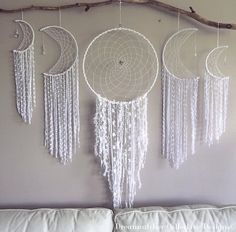 Dream catcher wall hangings - this is everything! Ideias Diy, Dream Catcher Boho, Decoration, Wind Chimes, Diy And Crafts, Projects To Try, Crafty, Dreamcatchers, Moon Dreamcatcher