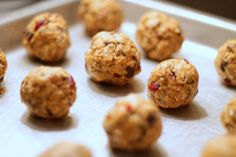 Healthy Snacking - Peanut Butter Oatmeal Bites with Chia Seeds, Chocolate Chips and Cranberries. I used Almond Butter instead and they are fantastic. Healthy Sweets, Healthy Snacks, Protein Snacks, Healthy Eating, Healthy Recipes, Energy Snacks, Toffee, Fudge, Oatmeal Bites