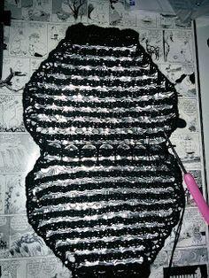 Handmade by HeidiH: Tölkin nipsuista/klipsuista virkattu laukku (ohje) Pop Tab Purse, Crochet Purses, Crochet Bags, Soda Tabs, Crochet Top, Knitting, Liqueur, Capsule, Diy