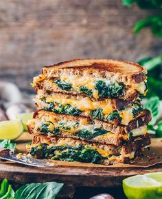 This quick and easy vegan grilled cheese sandwich recipe is stuffed with tasty dairy-free creamy spinach spread & can be made with any (gluten-free) bread! Grill Sandwich, Grill Cheese Sandwich Recipes, Easy Sandwich Recipes, Vegan Sandwiches, Burger Recipes, Homemade Vegan Cheese Recipe, Couscous, Paella, Cream Cheese Spinach