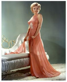 Hello and Welcome to the Marilyn Monroe Fan Site. Take a peek through the fine collection of Marilyn Monroe videos, photographs and gifs. Marylin Monroe, Estilo Marilyn Monroe, Marilyn Monroe Fotos, Tina Louise, Jayne Mansfield, Rita Hayworth, Brigitte Bardot, Hollywood Glamour, Classic Hollywood
