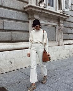 How to wear white jeans capsule wardrobe ideas for 2019 Beige Outfit, All White Outfit, White Outfits, Fall Outfits, Mode Outfits, Fashion Outfits, Womens Fashion, Fashion Week, Daily Fashion