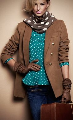 Jesienny look. Turquoise and brown polka dots mixed.