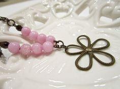 Bracciale ottone naturale, giada color rosa, mezzi cristalli, di Ggioielli €18.00 via Etsy