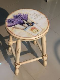 Funky Painted Furniture, Decoupage Furniture, Diy Furniture Plans, Diy Furniture Projects, Refurbished Furniture, Paint Furniture, Shabby Chic Furniture, Furniture Makeover, Painted Stools
